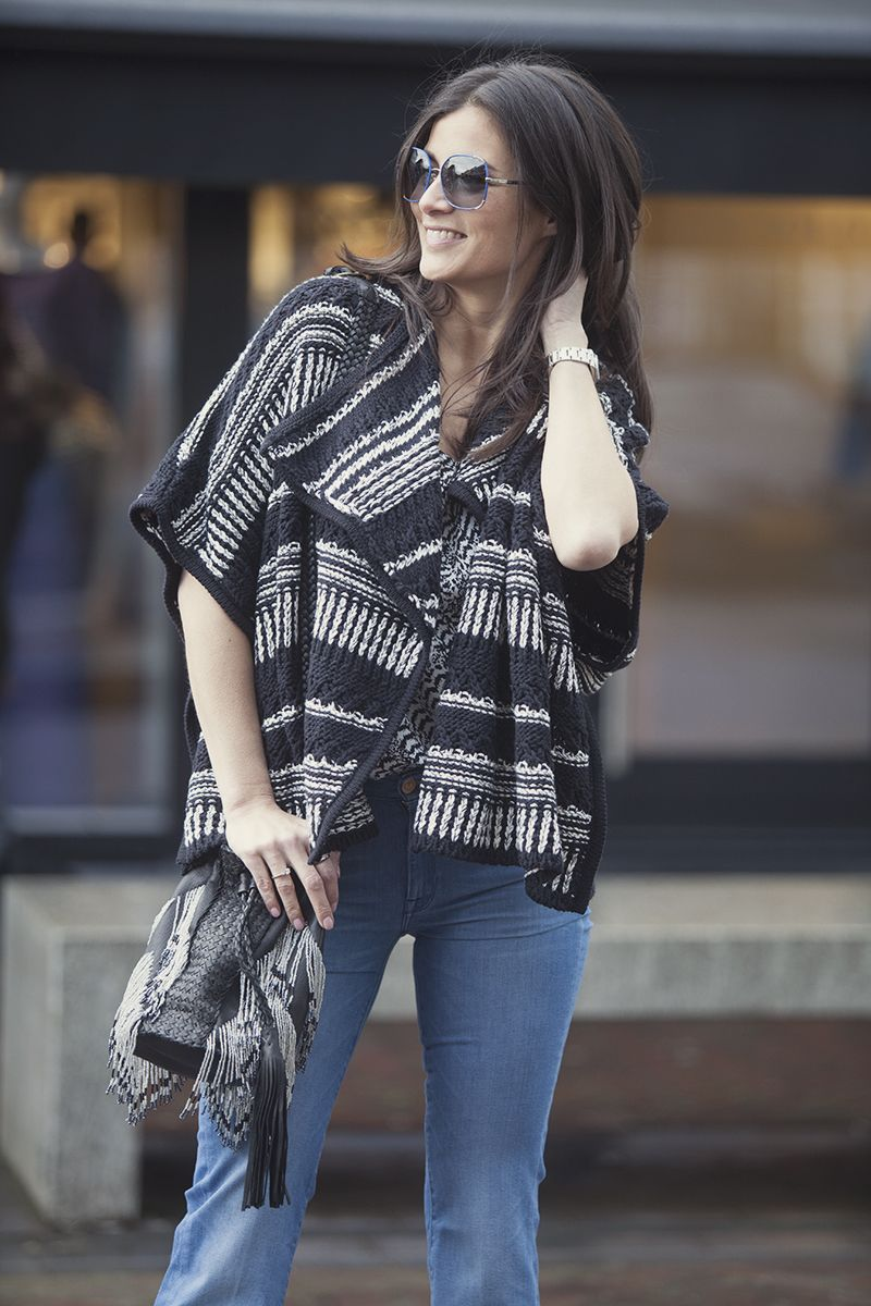 street style look 2015 flared jeans how to wear flared denim in spring 2015 BlogForShops Sabrina wearing Ba&Sh poncho Seven jeans