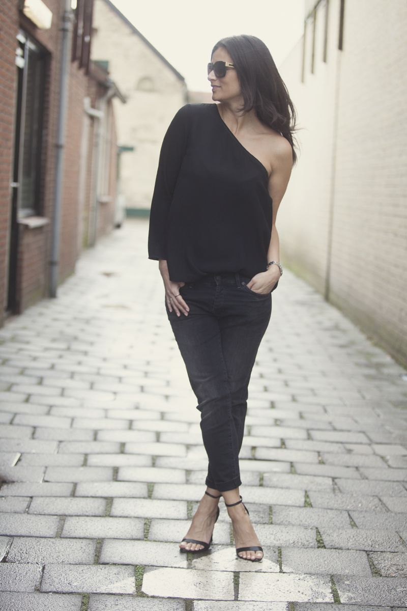 all black streetstyle look BlogForShops Sabrina wearing Ba&Sh top, Seven jeans and Zara heels spring summer 2015 streetsnap styleblogger for shops in the Netherlands
