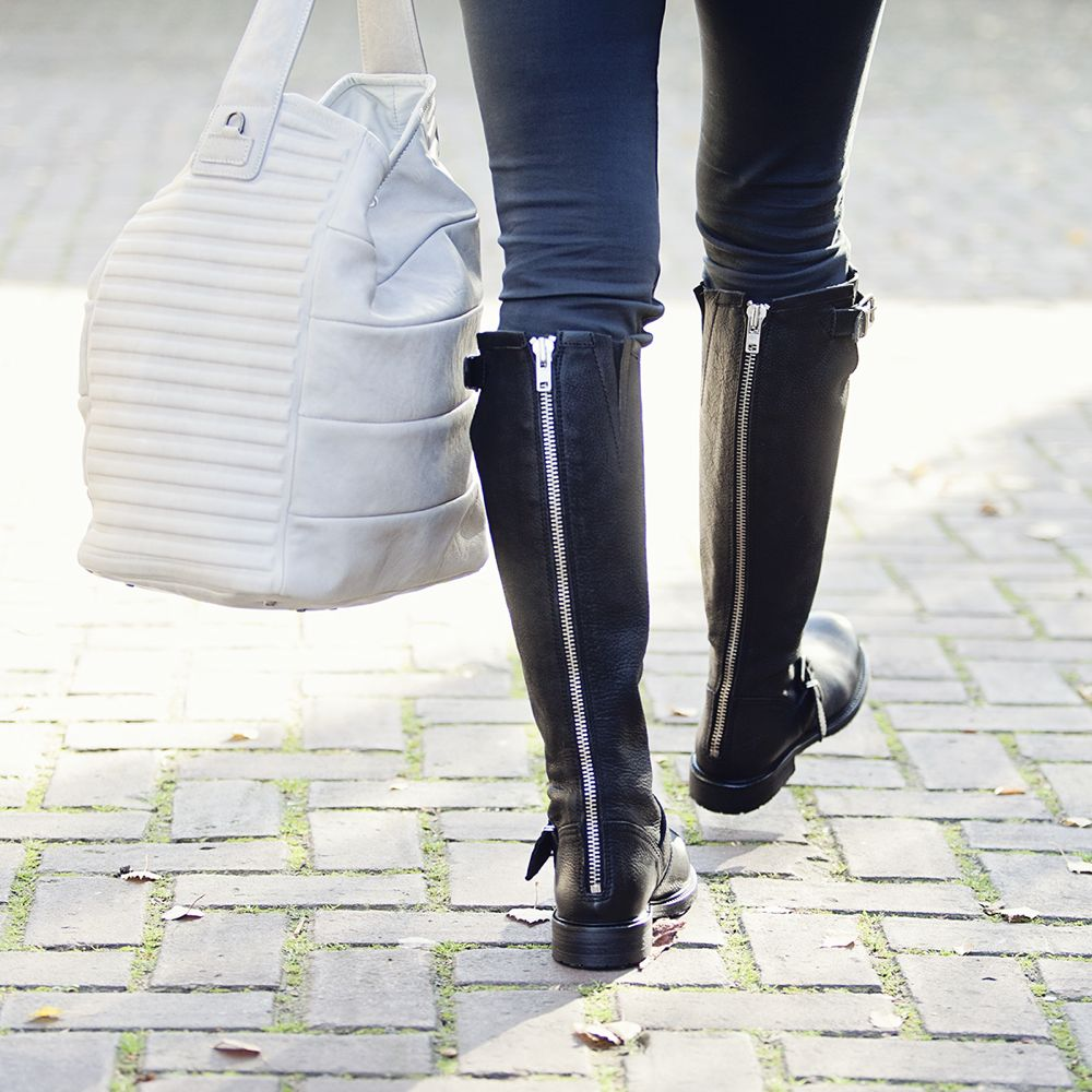 Streetstyle look black boots skinny trousers fall 2014