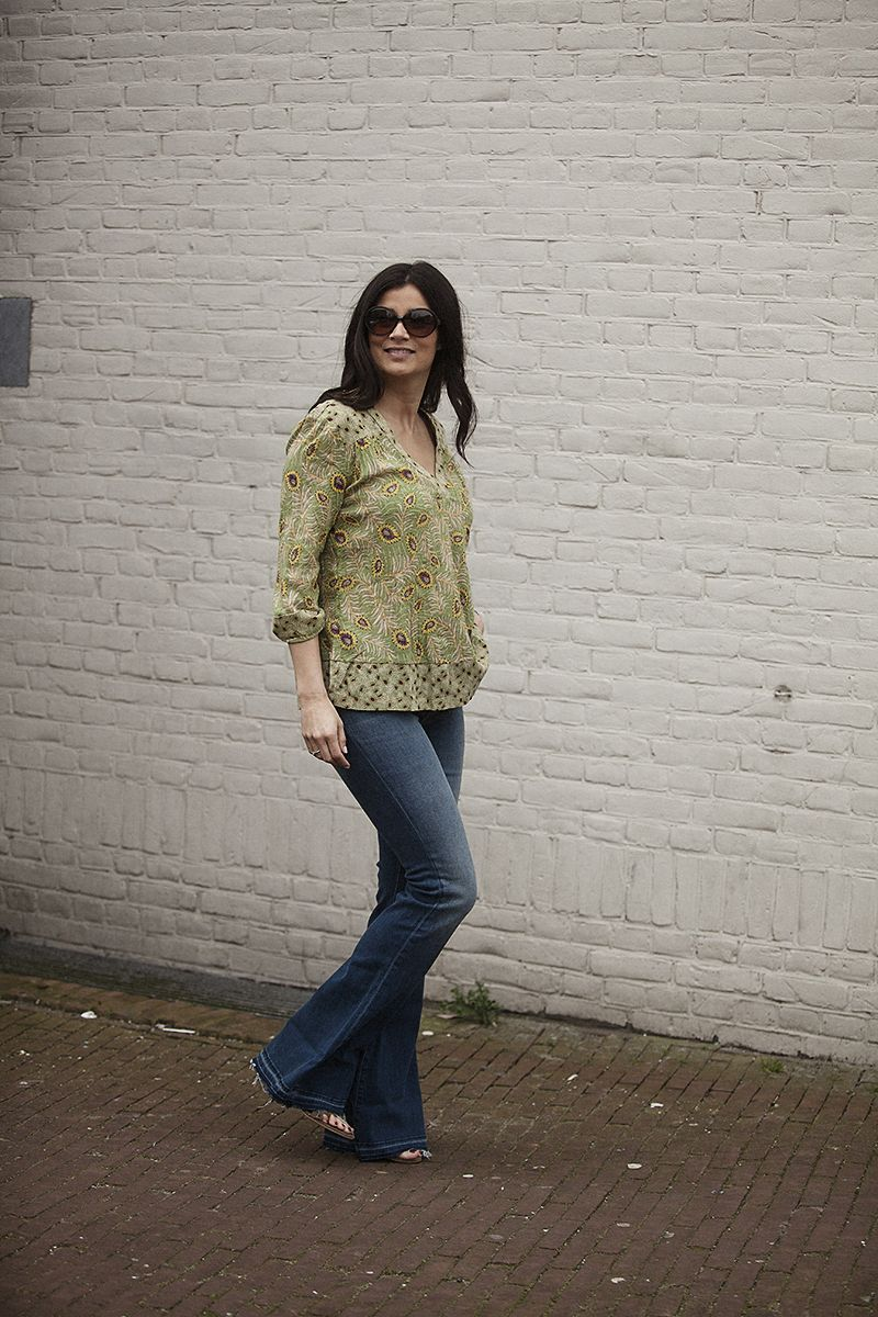 Streetstyle spring summer 2016 wearing top Bash flared jeans JBrand BlogForShops for Chica Veghel