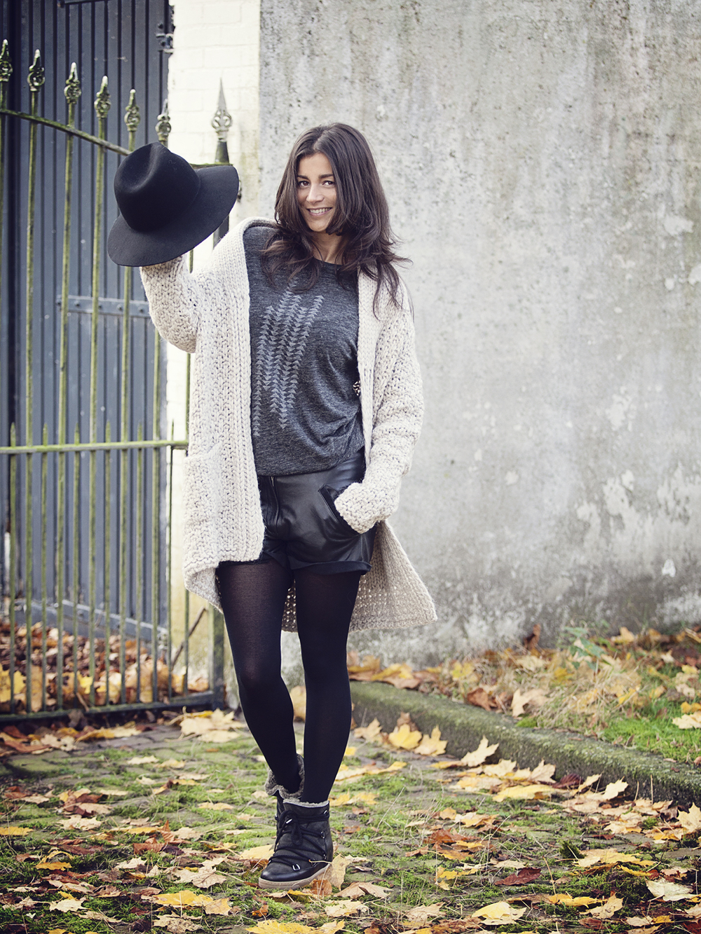 streetstyle fall winter 2014 leather shorts and chunky cardigan BlogForShops for Ruby Tuesday brand