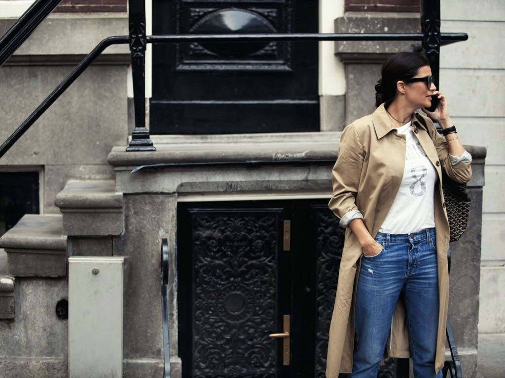 Styling Stories Amsterdam streestyle wearing MaxMara trenchcoat, J'adior T-Shirt, Current eliott denim, Gucci Jordaan loafers