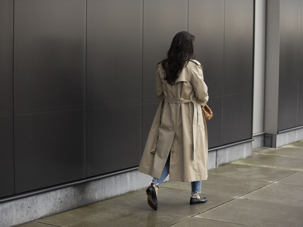 Sabrina Styling Stories streetstyle fall winter 2019 spring 2020 look Burberry trenchcoat The Pouch Bottega Veneta